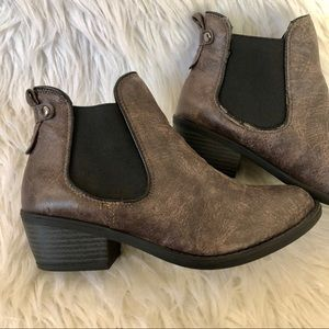 Soda brown pull on ankle bootie, size 7.5
